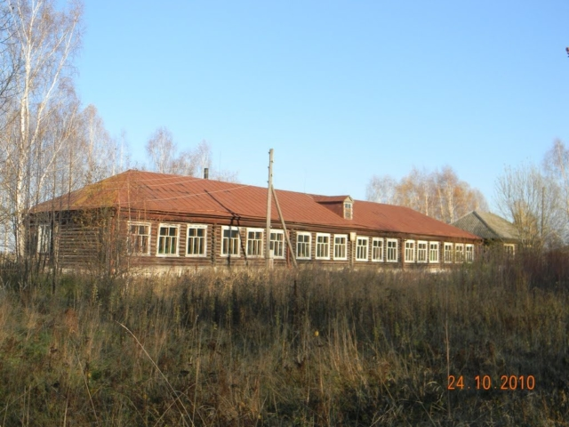 Заринская школа, в настоящее время закрыта и частична разобранна